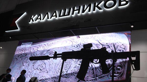 Автомат АК-12 на стенде компании Калашников на выставке вооружений Международного военно-технического форума Армия-2020