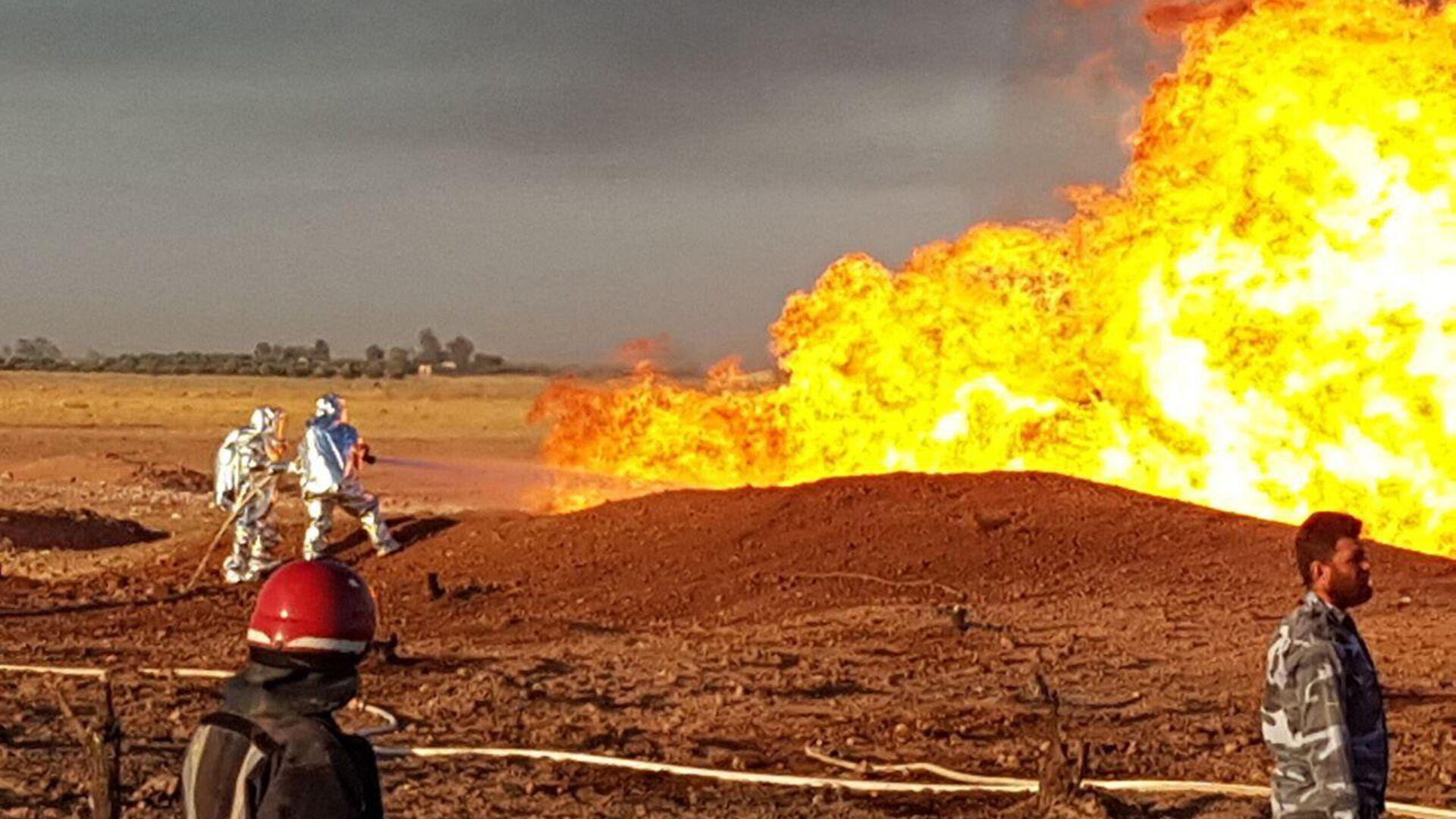Пожар на месте взрыва на Арабском газопроводе в провинции Дамаск, Сирия - РИА Новости, 1920, 26.02.2021