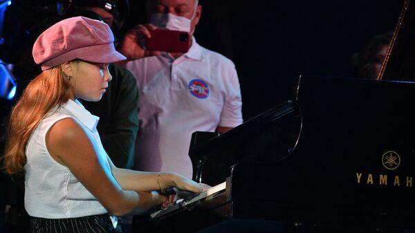 Пианистка Варя Киселева выступает на Международном джазовом фестивале Koktebel Jazz Party - 2020 в Крыму