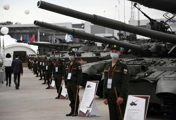 Участники выставки вооружений Международного военно-технического форума (МВТФ) Армия-2020 в военно-патриотическом парке Патриот