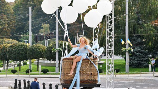 Певица Ольга Полякова выступает на торжественном мероприятии на Софийской площади в Киеве в честь Дня независимости Украины