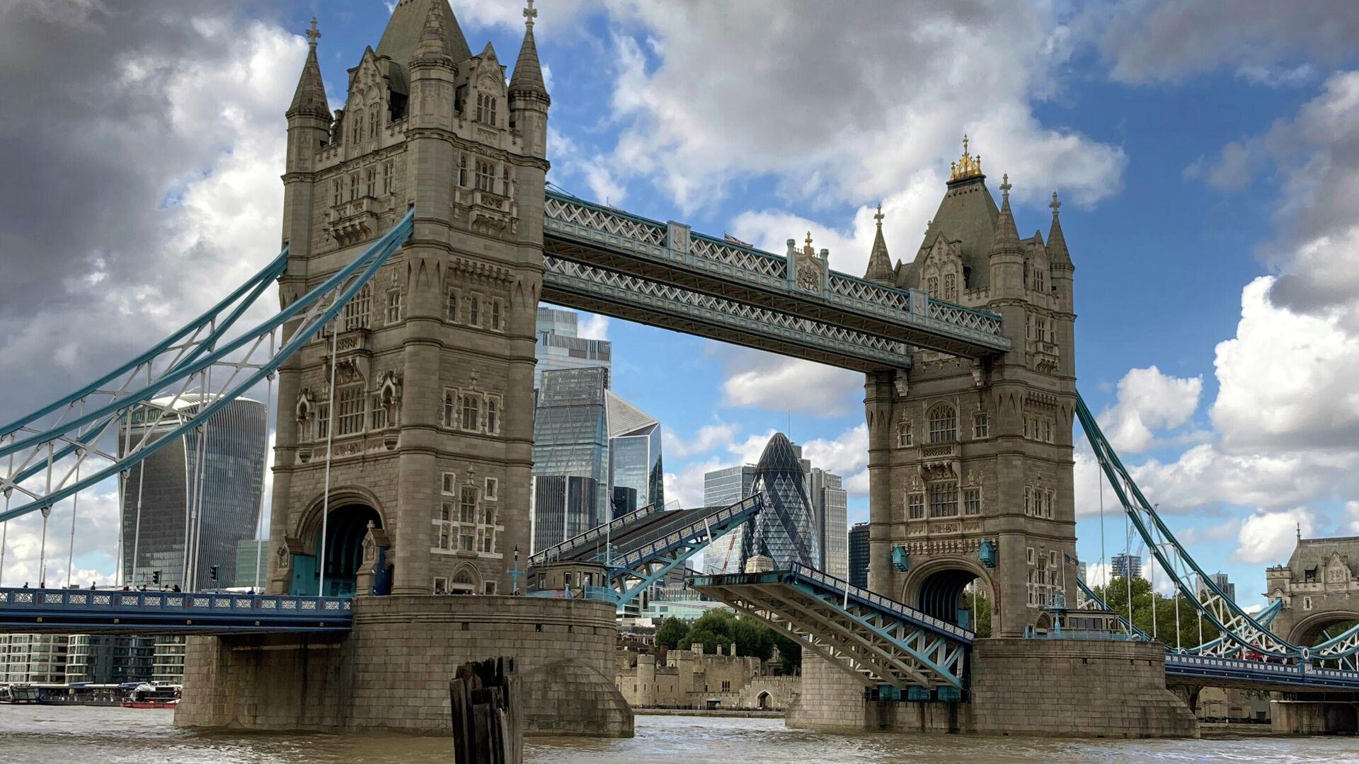 Тауэрский мост в Лондоне застрял в поднятом положении в связи с механической неисправностью - РИА Новости, 1920, 27.06.2021