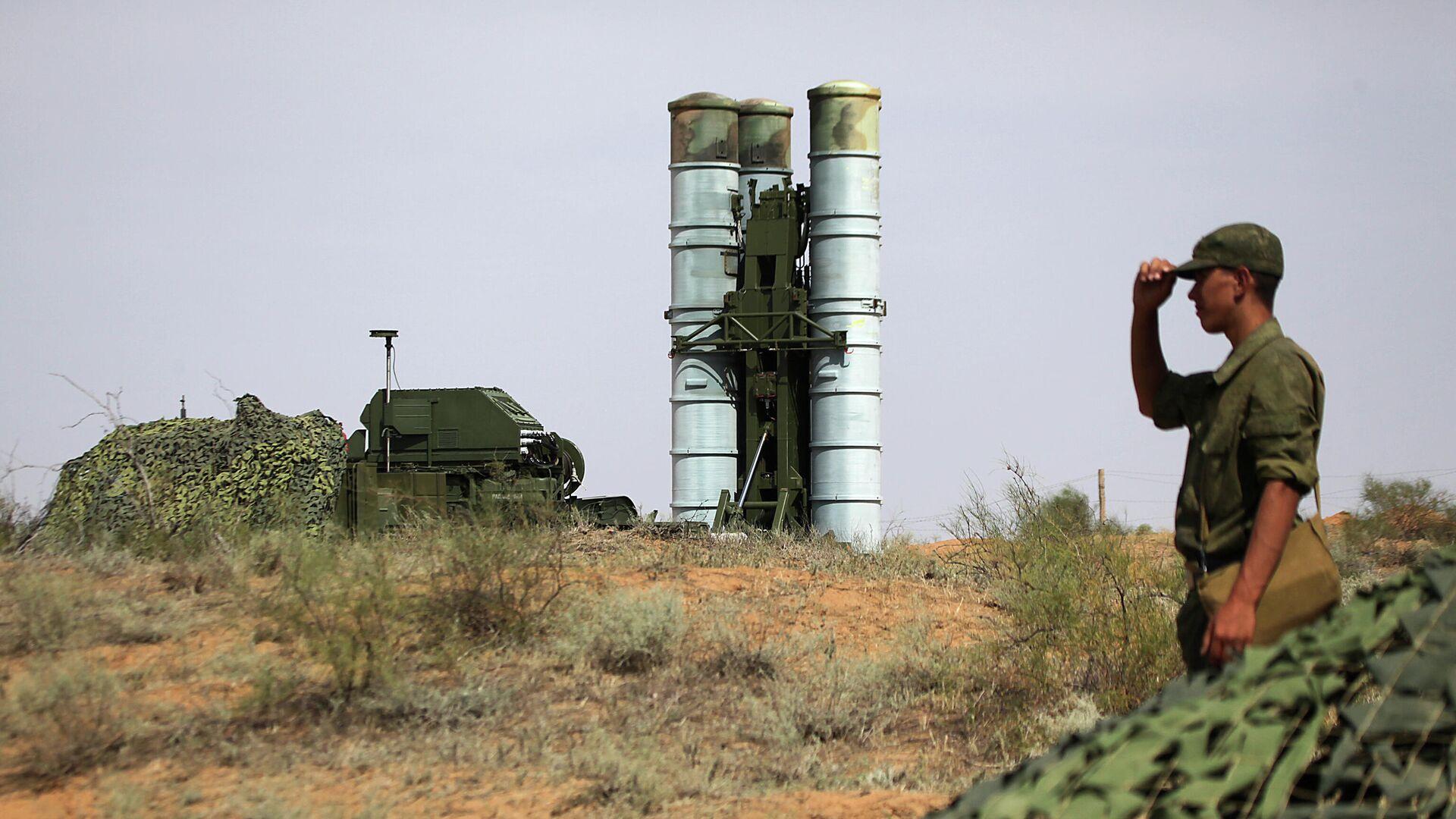 Подготовка к стрельбам зенитных ракетных систем С-400 Триумф на полигоне Ашулук  - РИА Новости, 1920, 27.04.2021