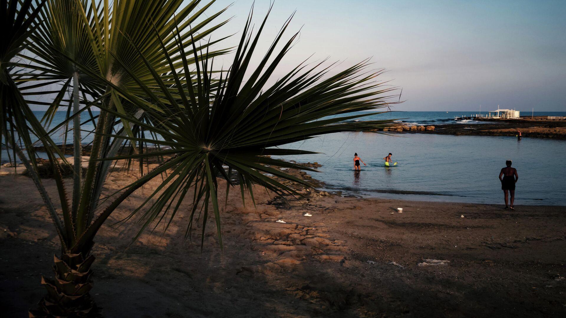 Берег Средиземного моря в городе Протарас на Кипре - РИА Новости, 1920, 07.09.2020