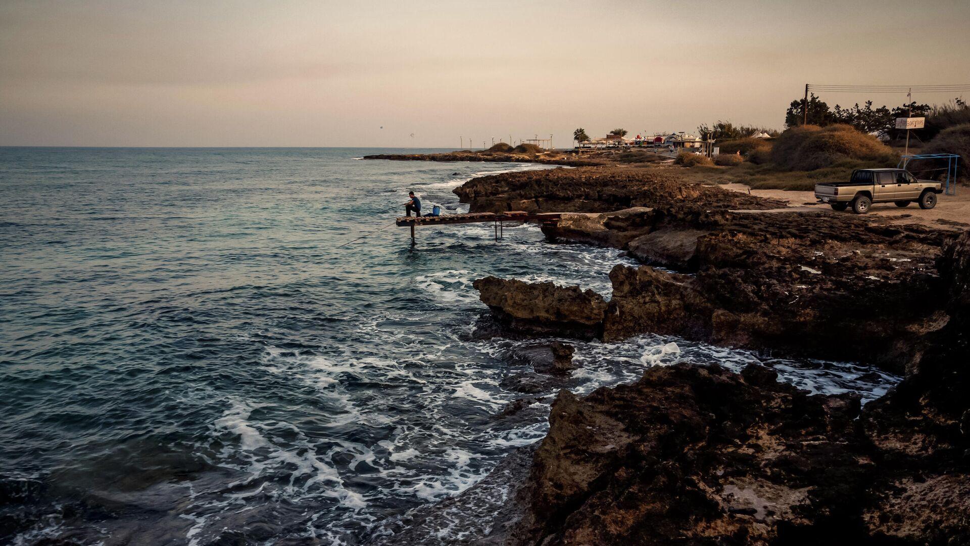 Берег Средиземного моря в городе Протарас на Кипре - РИА Новости, 1920, 01.08.2021