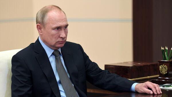 Президент РФ Владимир Путин во время встречи с директором Федеральной службы судебных приставов РФ Дмитрием Аристовым