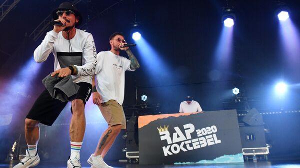 Участники группы Jungle Junkiez выступают на фестивале Rap Koktebel в Крыму.