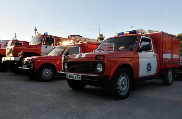 Автомобили МЧС РФ в заповеднике Утриш недалеко от Анапы