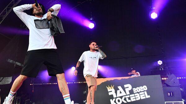 Участники группы Jungle Junkiez выступают на фестивале Rap Koktebel в Крыму
