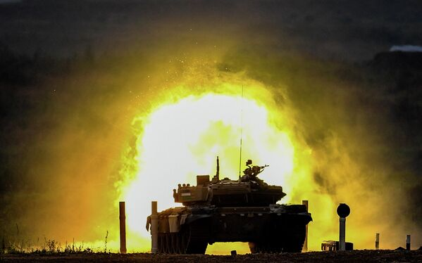 Танк Т-72 команды военнослужащих Узбекистана во время соревнований танковых экипажей в рамках конкурса Танковый биатлон-2020