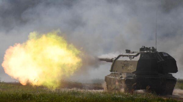 Самоходная артиллерийская установка (САУ) Мста-С во время динамического показа вооружений, военной и специальной техники в рамках Международного военно-технического форума (МВТФ) Армия-2020 на полигоне Алабино в Московской области