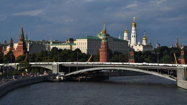 Вид на Большой Каменный мост в Москве