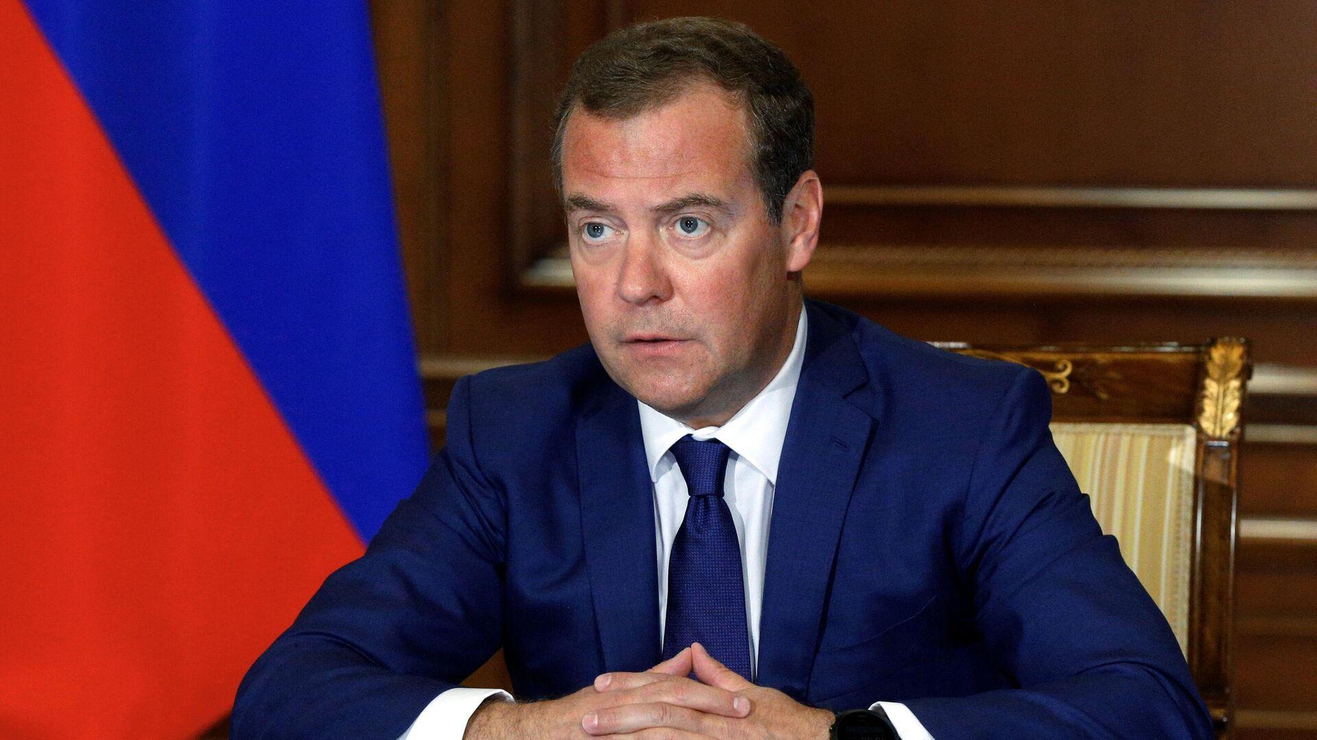 Заместитель председателя Совета безопасности РФ Дмитрий Медведев проводит совещание по вопросу Об обеспечении долгосрочных интересов РФ в условиях введения с 2025 г. углеродного налога в ЕС - РИА Новости, 1920, 06.10.2020