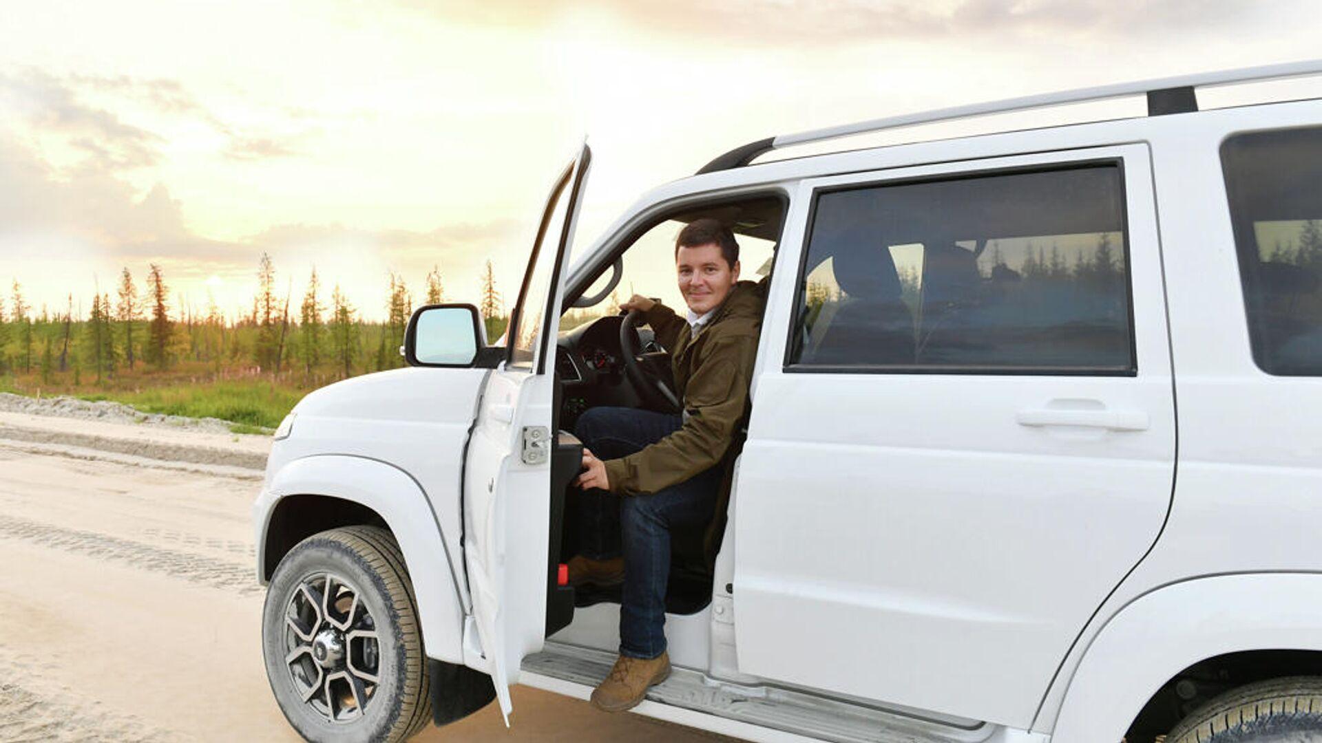Губернатор ЯНАО начал ежегодную поездку по округу за рулем