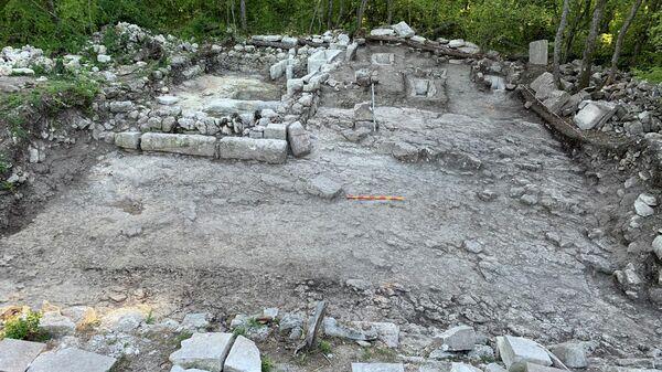 Обнаружена центральная площадь средневекового городища Эски-Кермен в Крыму