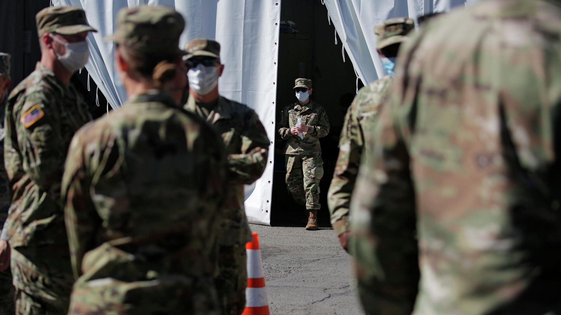 Военнослужащие армии США проходят тестирование на коронавирус в Лас-Вегасе  - РИА Новости, 1920, 16.12.2020