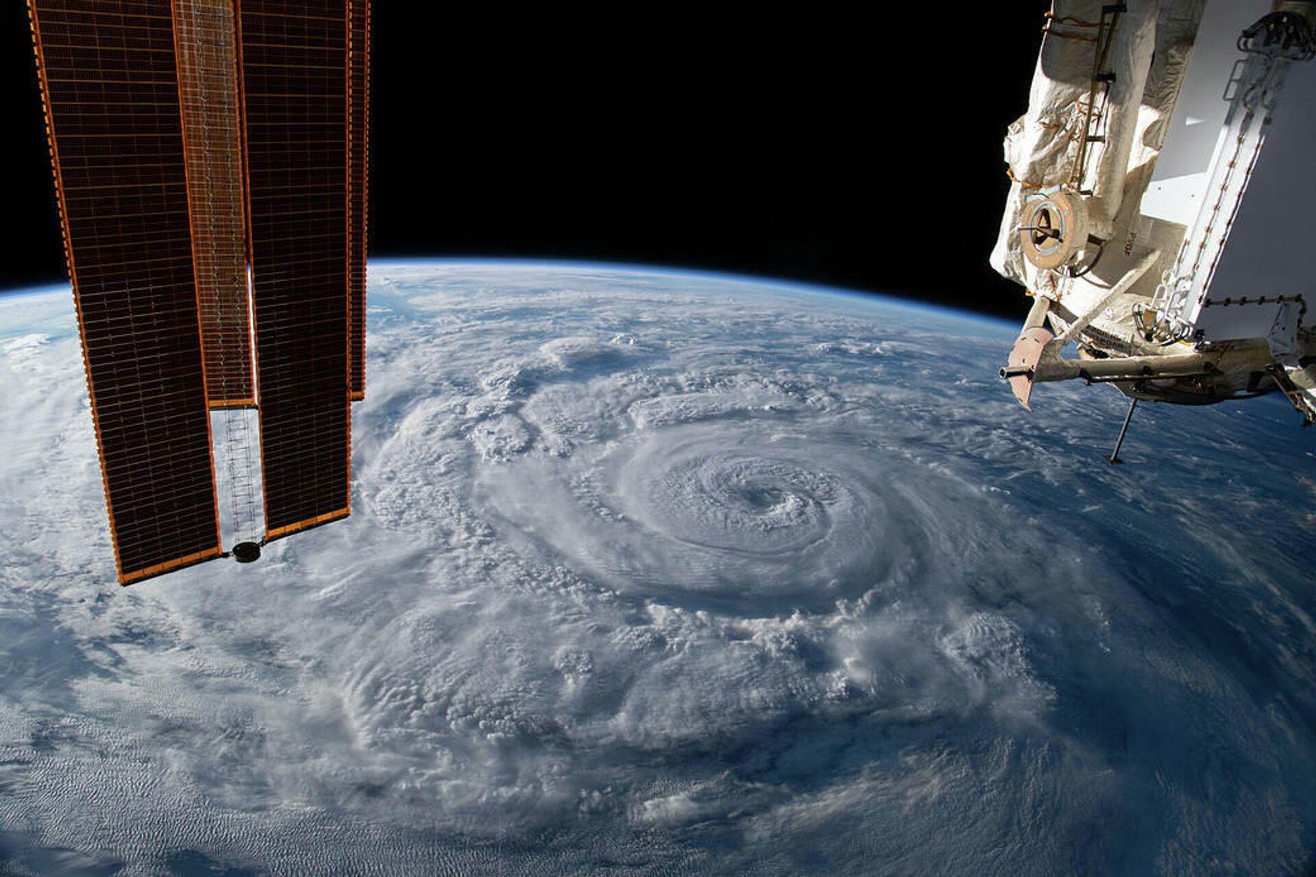 Ураган Женевьева у тихоокеанского побережья Мексики снятый с борта МКС - РИА Новости, 1920, 23.10.2020