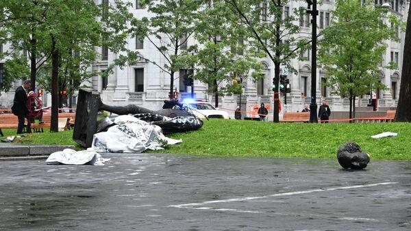 Памятник первому премьер-министру Канады Джону Александру Макдоналду, пострадавший в ходе акции протеста в Монреале