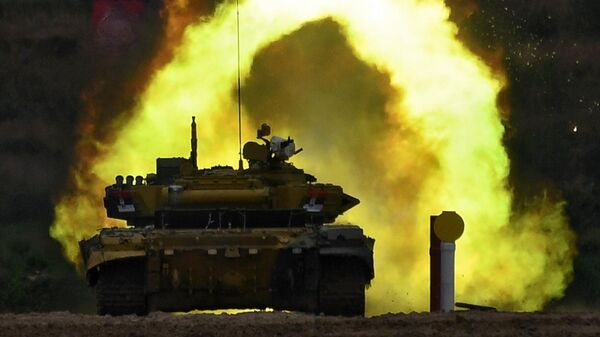 Танк Т-72Б3 команды военнослужащих Сербии во время соревнований танковых экипажей в рамках конкурса Танковый биатлон-2020 в Подмосковье
