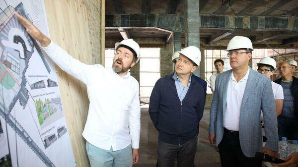 Дмитрий Азаров и Владимир Мединский оценили ход реставрации Фабрики-кухни в Самаре