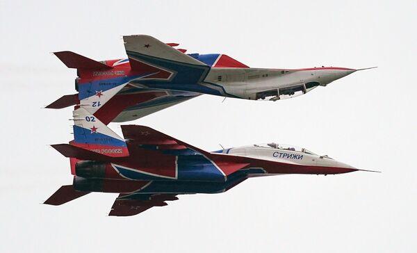 Истребители МиГ-29 пилотажной группы Стрижи выполняют демонстрационный полет в рамках Международного форума Армия-2020 на аэродроме Кубинка в Подмосковье