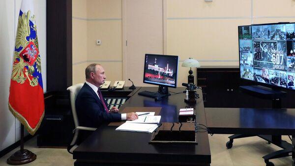 Президент РФ Владимир Путин принимает участие во Всероссийском открытом уроке Помнить - значит знать