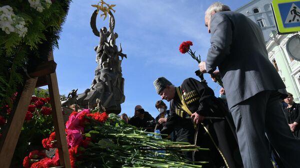 Возложение цветов к Памятнику жертвам трагедии в Беслане в Москве