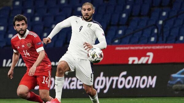 Нападающий сборной России Александар Митрович (справа) и защитник сборной России Георгий Джикия