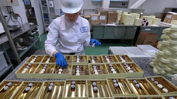 Цех ручного изготовления конфет шоколадных конфет А. Коркунов на Одинцовской кондитерской фабрике