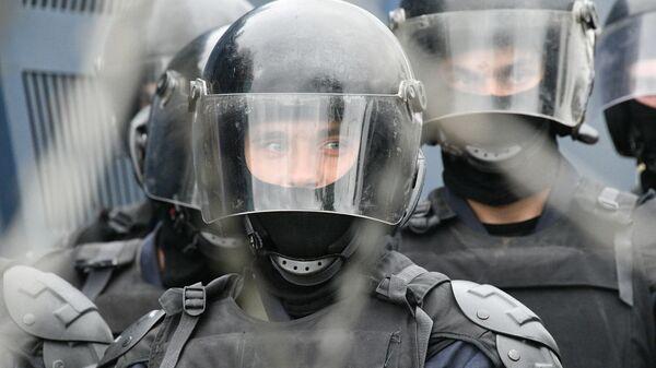 Сотрудники правоохранительных органов во время акции оппозиции Марш единства в Минске
