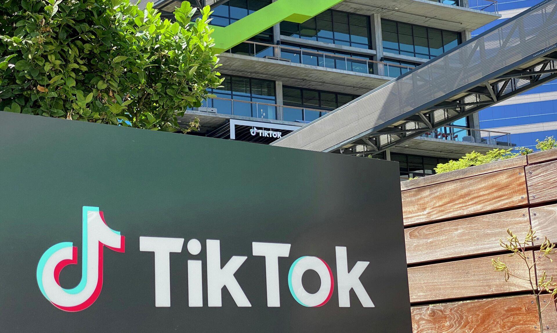 Логотип китайского видеоприложения TikTok на здании офиса компании в Калвер-Сити на западе Лос-Анджелеса - РИА Новости, 1920, 10.09.2020