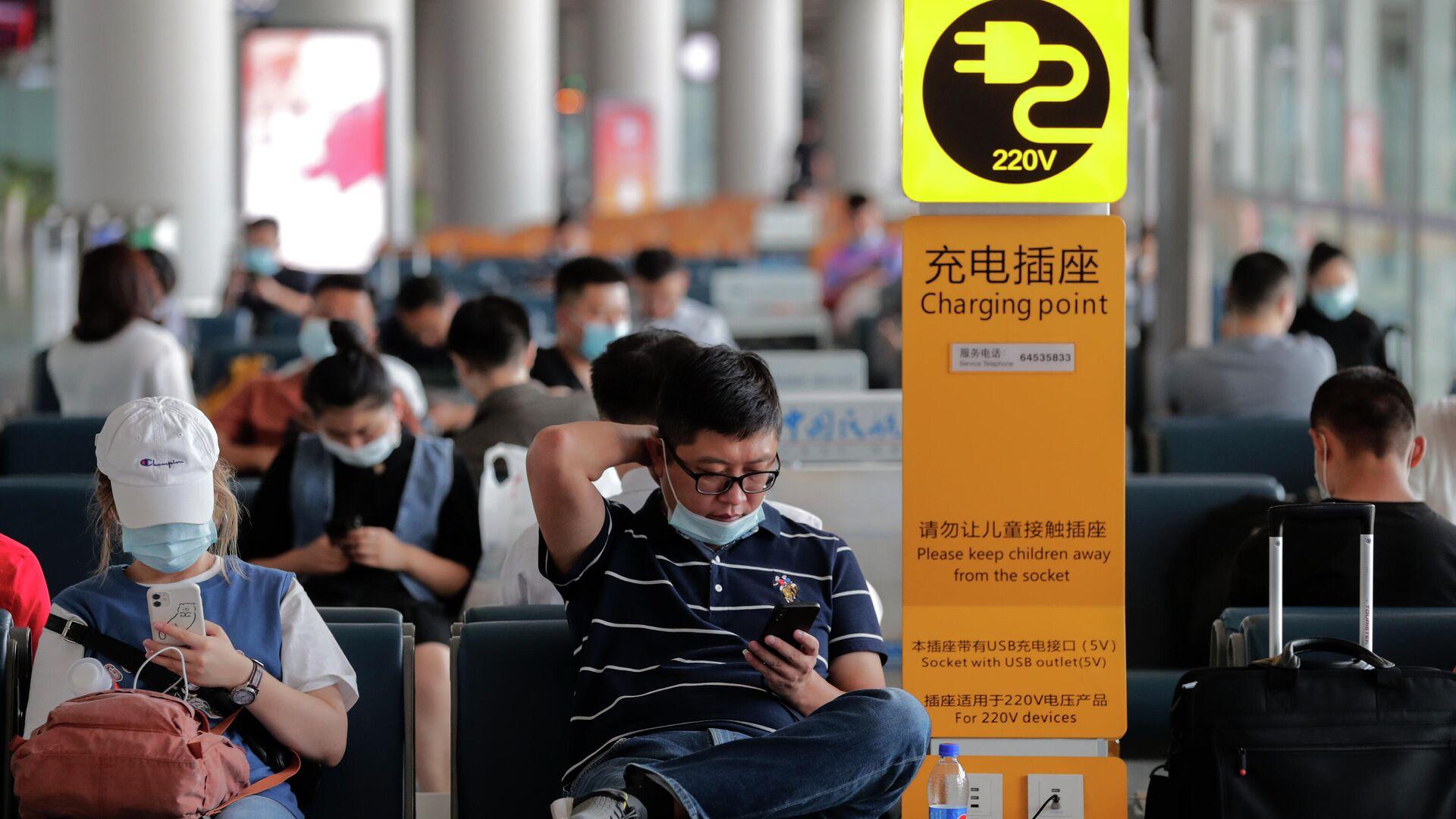 Пассажиры в аэропорту Пекина  - РИА Новости, 1920, 28.09.2020