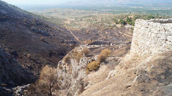 Последствия пожара на греческом полуострове Пелопоннес, на территории руин города Микены