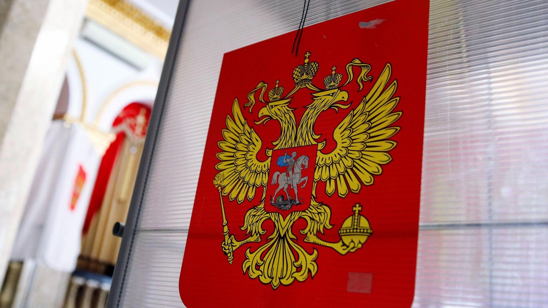 Досрочное голосование на избирательном участке в Краснодаре - РИА Новости, 1920, 14.07.2021