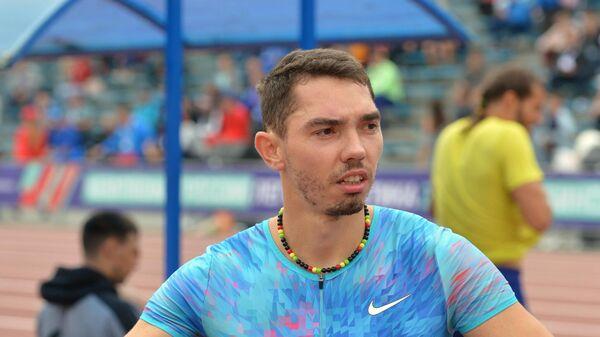 Александр Меньков перед началом соревнований по прыжкам в длину