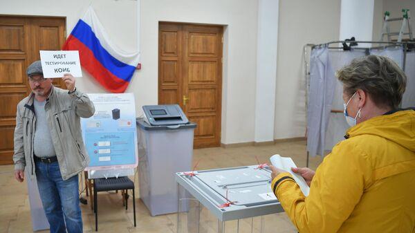 На избирательном участке на выборах губернатора Архангельской области в Архангельске