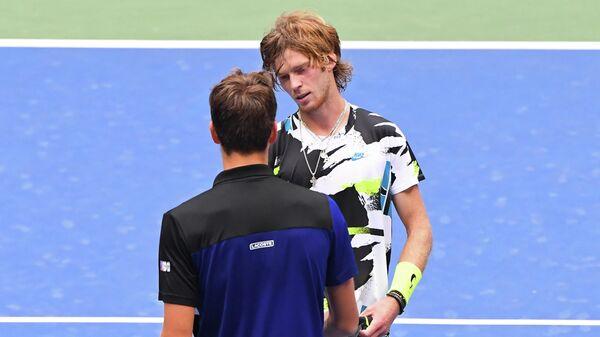 Российские теннисисты Даниил Медведев (слева) и Андрей Рублев