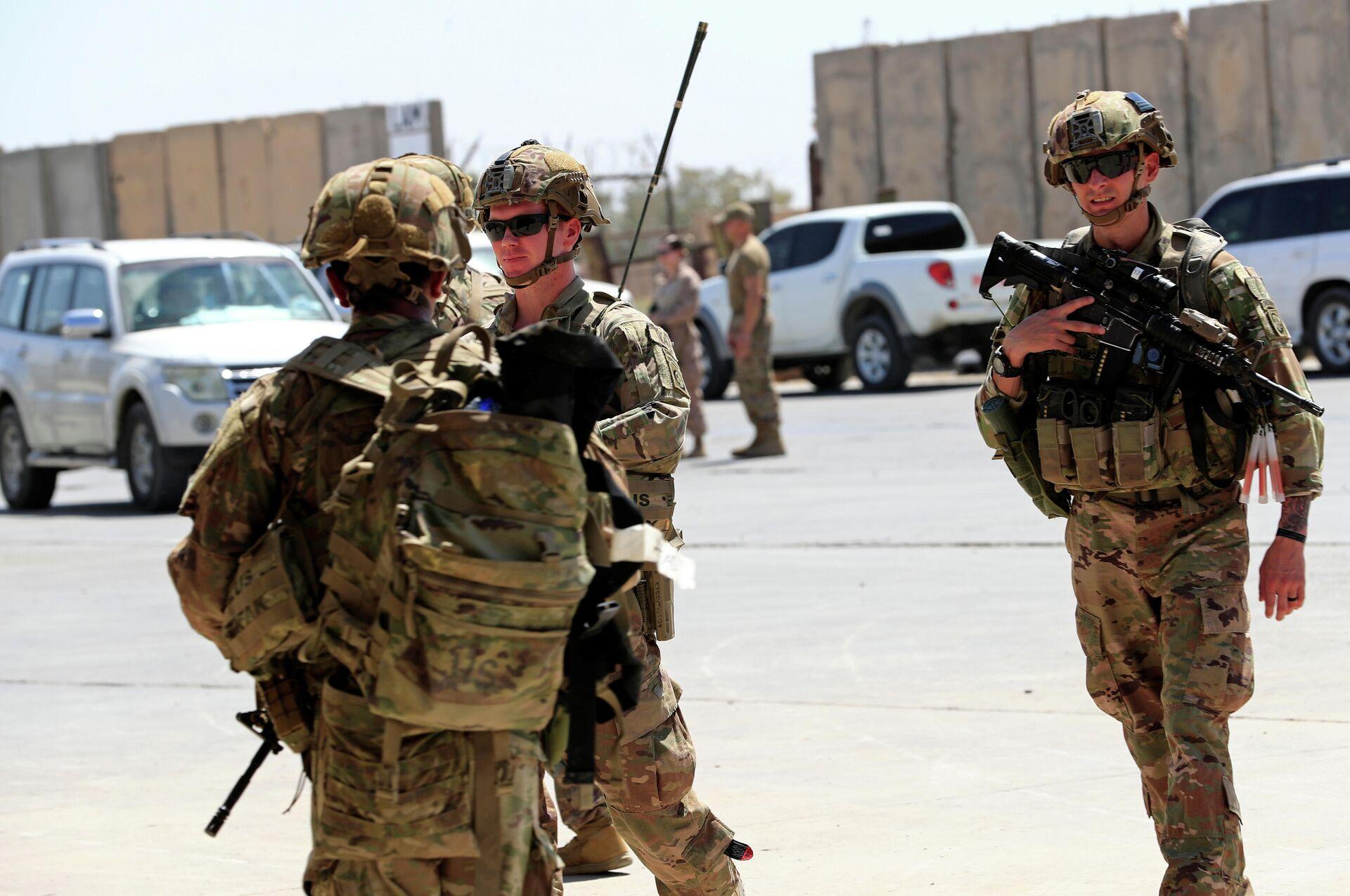 Солдаты США во время передачи военной базы Таджи войсками коалиции под руководством США силам безопасности Ирака на базе к северу от Багдада в Ираке - ПРОФИ Новости, 1920, 18.09.2020