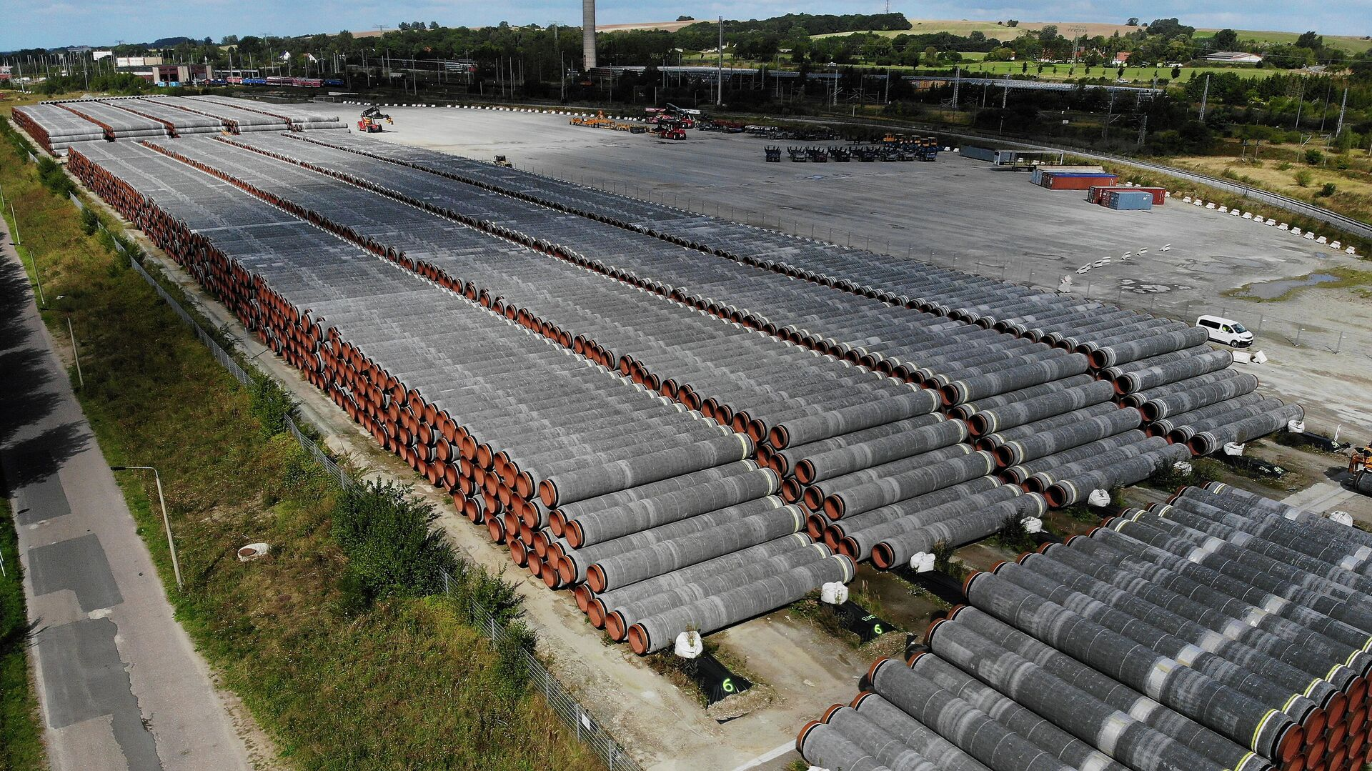 Трубы для строительства газопровода Nord Stream 2 на площадке в порту Мукран, Германия - РИА Новости, 1920, 16.09.2020