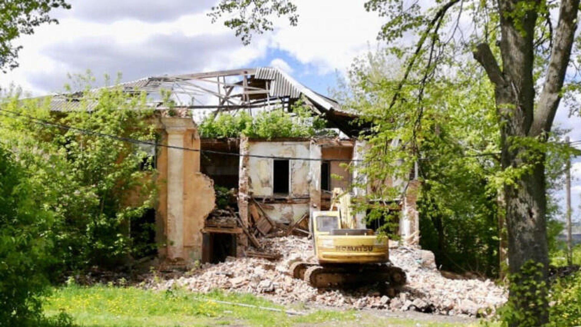 Снос аварийного дома 1951 года постройки в Кашире - РИА Новости, 1920, 16.09.2020