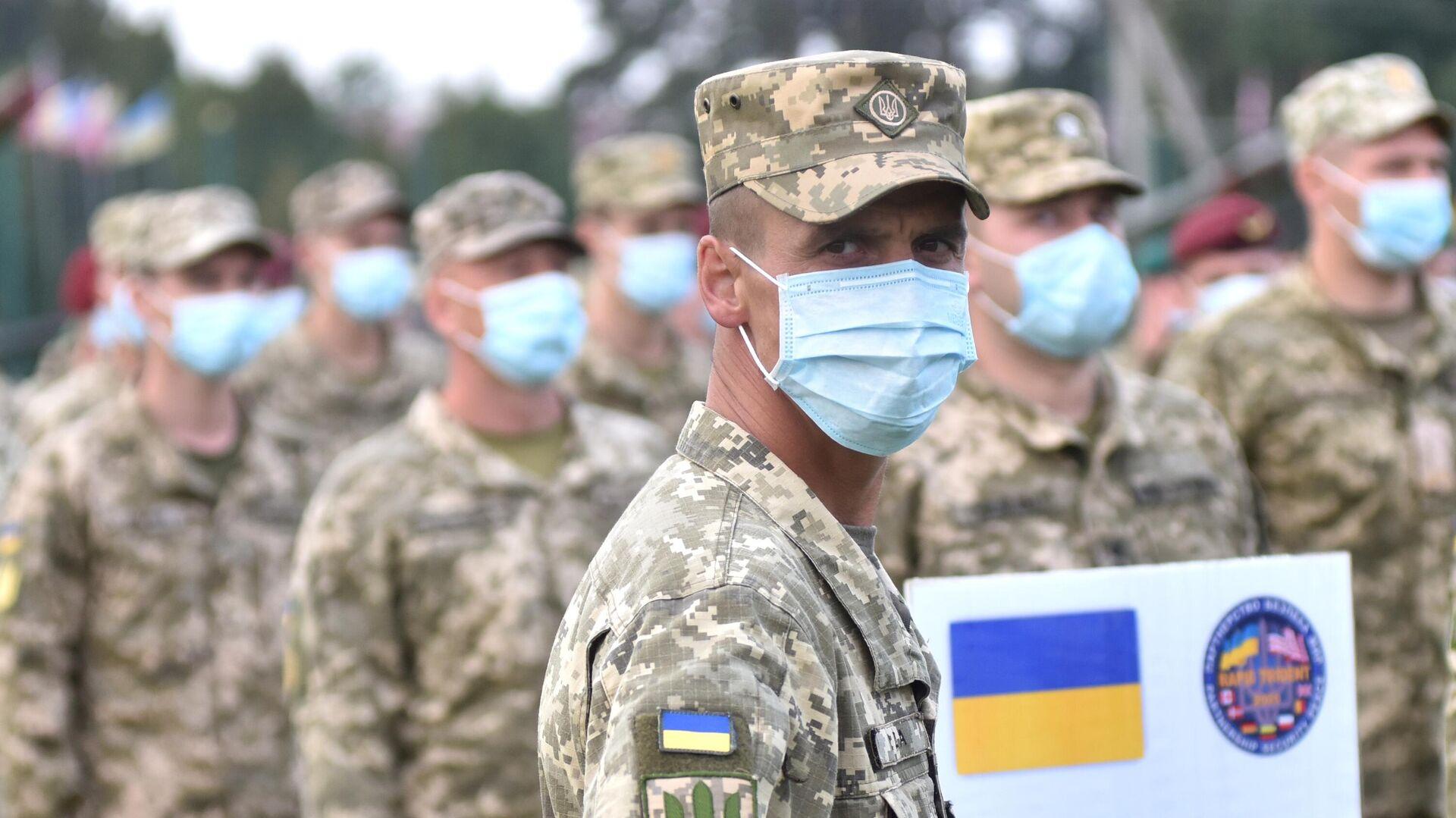 Военнослужащие Украины на церемонии открытия военных совместных военных учений Украины и стран НАТО Rapid Trident-2020 - РИА Новости, 1920, 02.04.2021