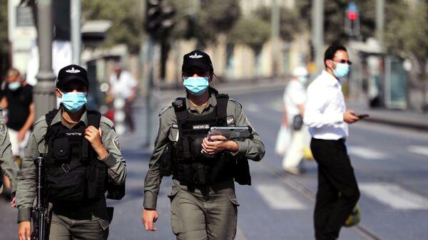 Израильские полицейские патрулируют главный рынок в Иерусалиме