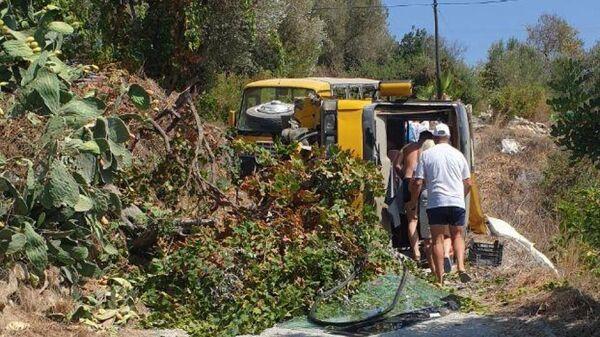 Место ДТП с участием пассажирского автобуса в горах Турции