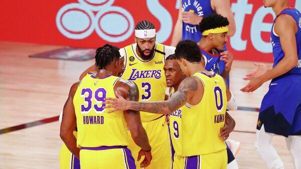 Баскетболисты Лос-Анджелес Лейкерс в матче НБА