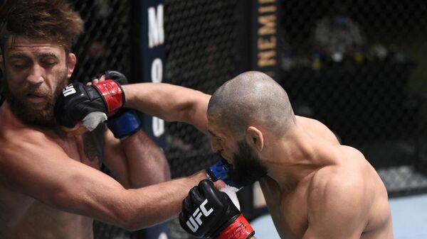 Хамзат Чимаев (справа) в бою с Джеральдом Мершартом