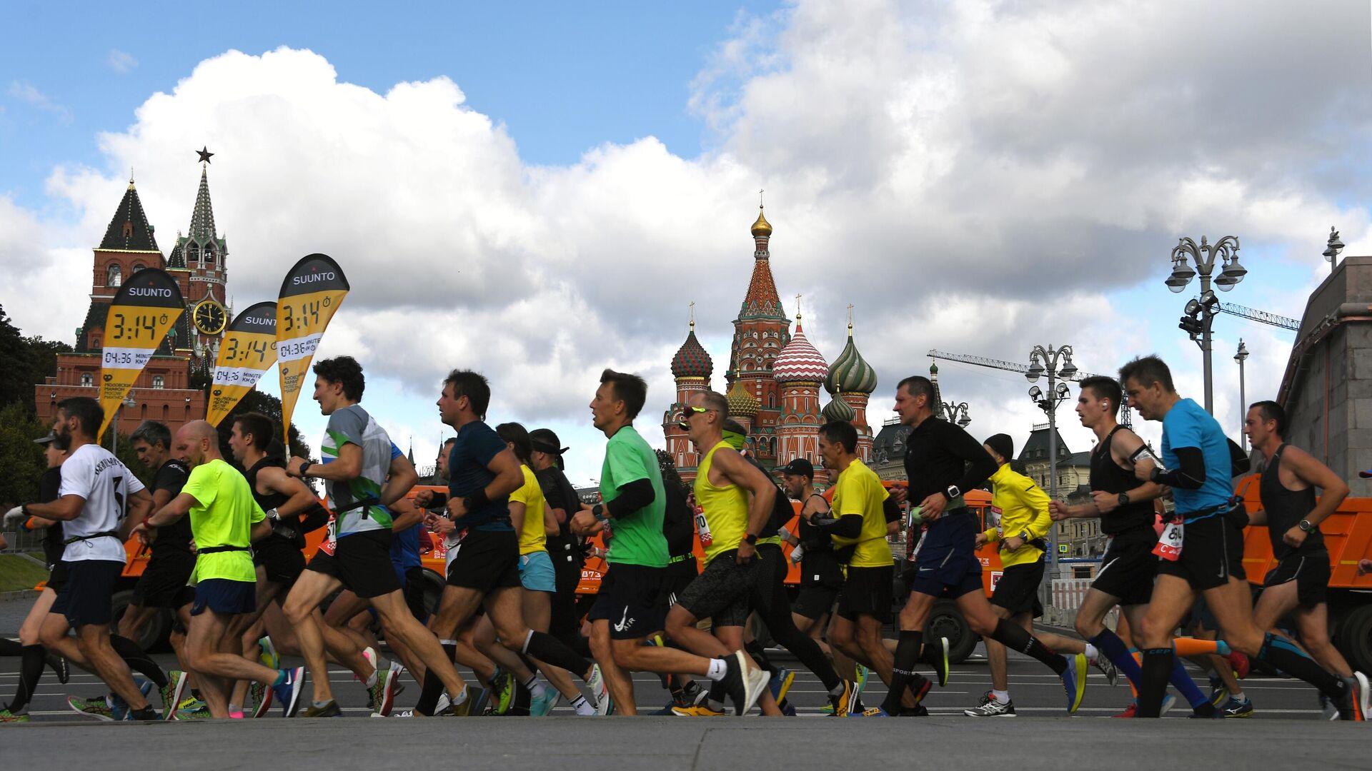 Участники на дистанции Московского марафона - 2020 - РИА Новости, 1920, 20.09.2020