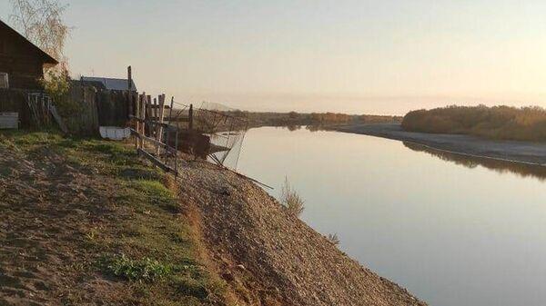 Табагинская протока смывает берег