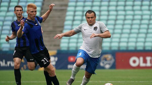 Владислав Камилов (слева)