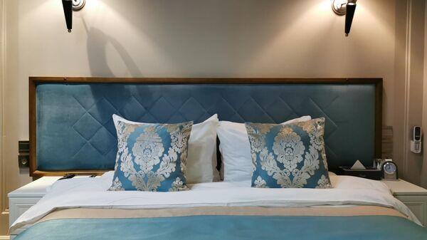 Кровать в номере 239 в гостинице Xander Hotel в Томске