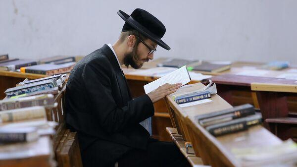 Паломник-хасид, прибывший в город Умань чтобы отпраздновать иудейский Новый год (Рош ха-Шана) и помолиться на могиле основателя брацлавского хасидизма рабби Нахмана, жившего в XVIII - XIX веках